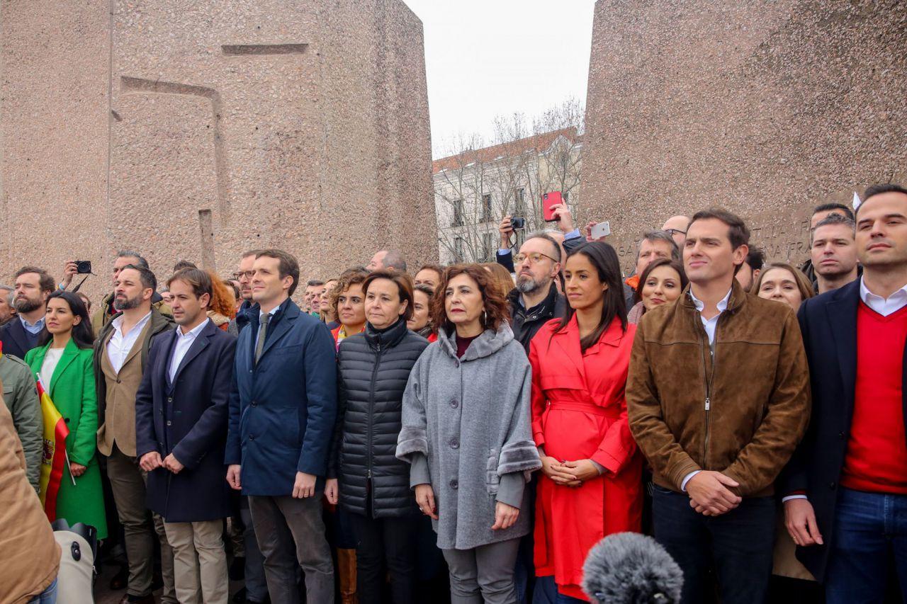 10 de febrero: histórica por su  valor político fue la manifestación y protesta contra Pedro Sánchez en la madrileña plaza de Colón, que dio lugar a la primera foto pública de las 3 derechas asociadas: PP, Ciudadanos y Vox