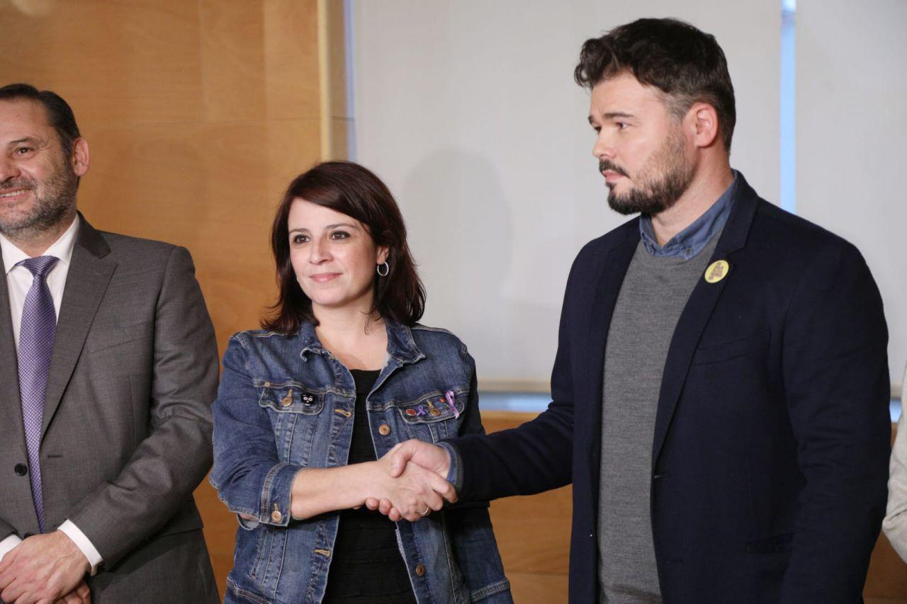 28 de noviembre: Adriana Lastra  y Gabriel Rufián  escenificaban lo que era en ese momento la primera reunión entre PSOE y ERC. Unas negociaciones que darán al traste o no con el intento de que haya al fin gobierno tras 2 procesos electorales