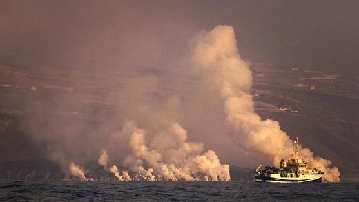 La Palma, en alerta por el cambio del viento, que puede trasladar la nube tóxica a la población