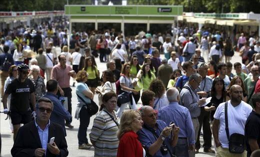 La Feria del Libro de Madrid arranca 'viendo la luz al final del túnel'