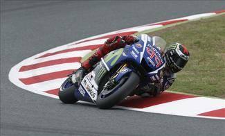 Lorenzo gana en Montmeló por delante de Rossi y de Pedrosa; caída de Márquez