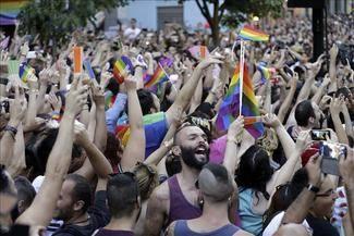 Madrid se paralizó bajo la sombra colorida de un gran arcoiris