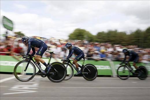 El BMC gana la crono por equipos, pero Froome conserva el liderato
