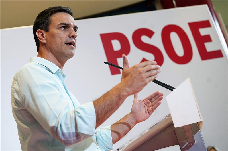 Sánchez, tras su primer año al frente del PSOE, se ofrece para 'restaurar España'