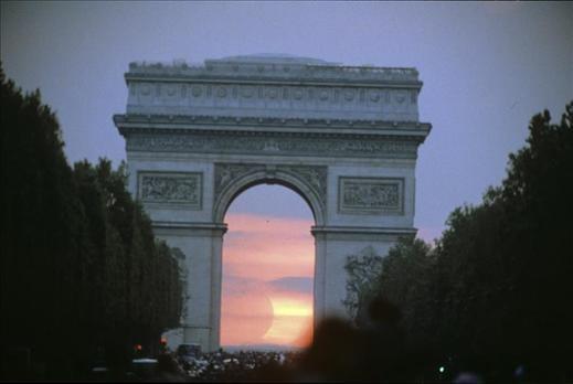 La policía dispara contra un coche cerca de la meta del Tour en París