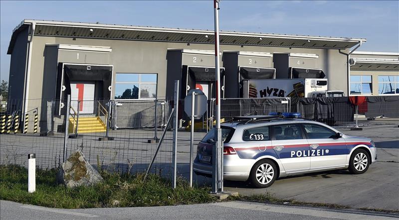 Localizan en Austria un camión de refugiados con tres niños en estado grave