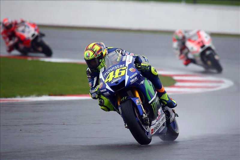 Los líderes no fallan y en Silverstone ganaron Rossi, Zarco y Kent