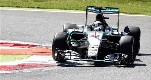 Hamilton vence por séptima vez y Alonso vuelve a abandonar