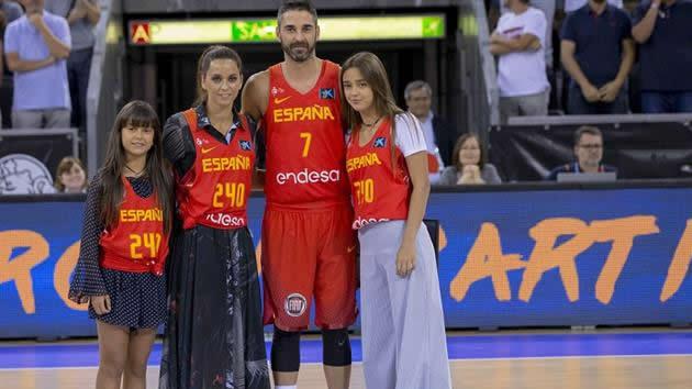 La Bomba Navarro celebra sus 240 internacionalidades e insinúa su retirada tras el Eurobasket