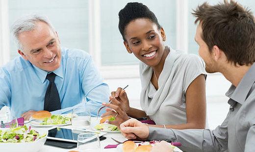 Comer en el trabajo ahorra tiempo e incrementa la productividad de los trabajadores