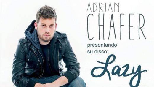 El polifacético Adrián Chafer nos subyuga con 'Lazy', su primer disco y la banda sonora de su vida
