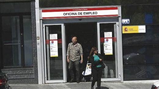 El desempleo vuelve a bajar en cifras de récord en mayo: 117.985 personas menos en la cola del paro