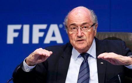 Dimite Blatter como presidente de la FIFA cuatro días después de ser reelegido