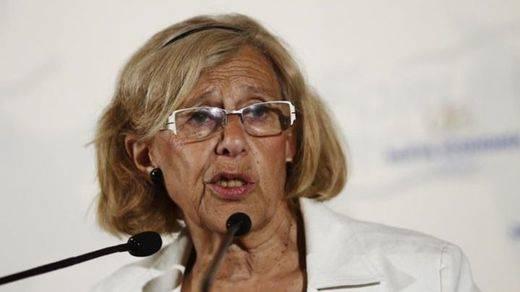 Carmena tranquiliza a los 'alarmistas económicos':