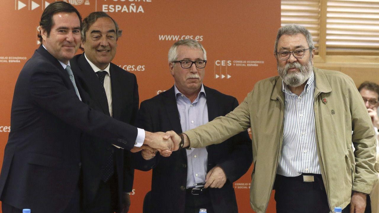 Los sindicatos y la patronal firman un pacto para incrementar el salario un 1% en 2015