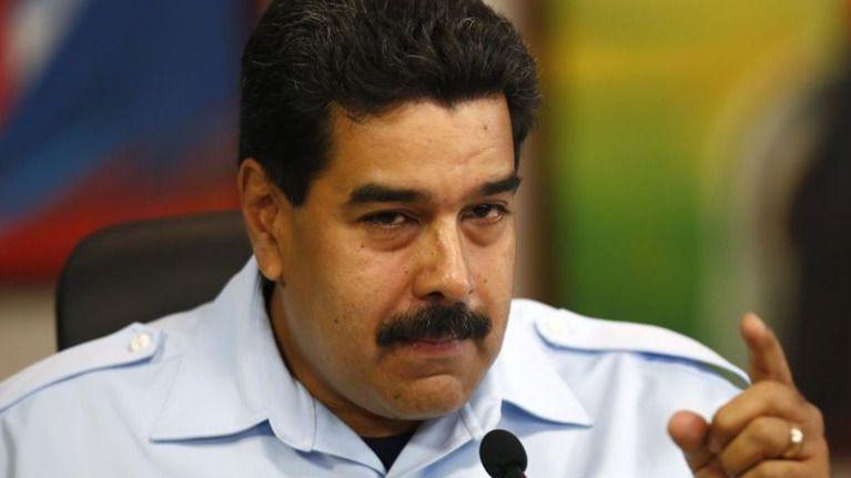 Felipe González vuelve a irritar a Venezuela al salir del país en un avión de las Fuerzas Armadas de Colombia
