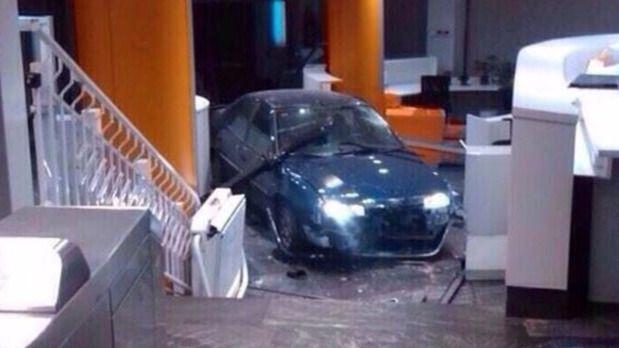 El hombre que estrelló su coche en Génova reconoce que quería atentar contra los políticos pero sin hacer 'daño a nadie'