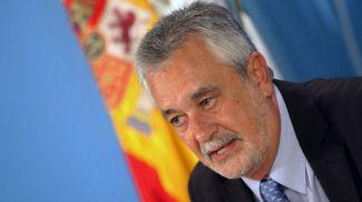 Griñán deja el camino libre a Susana Díaz: renuncia a su escaño como senador
