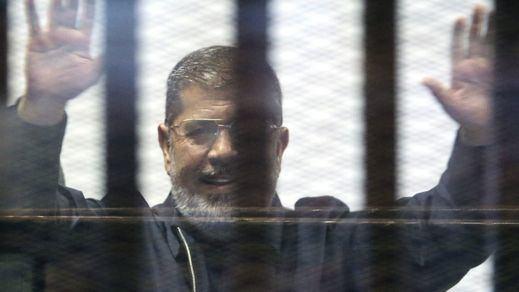 El ex presidente egipcio Mursi es condenado a cadena perpetua por espionaje