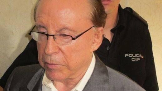 Ruiz Mateos, que estaba en busca y captura, se entrega en Soto del Real