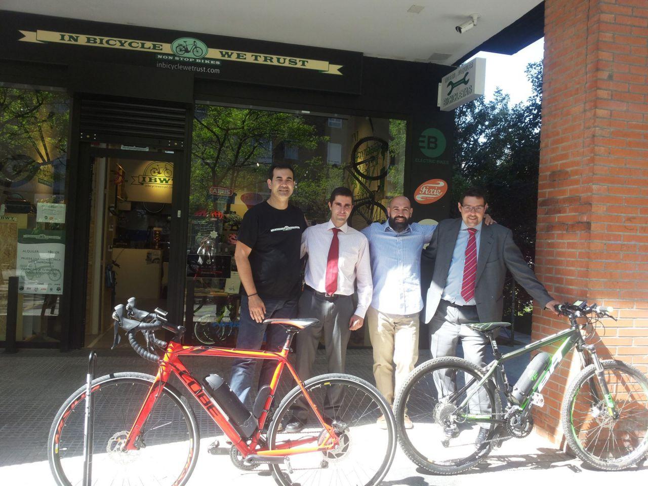 Dos emprendedores españoles diseñan un kit para convertir cualquier bicicleta tradicional en eléctrica