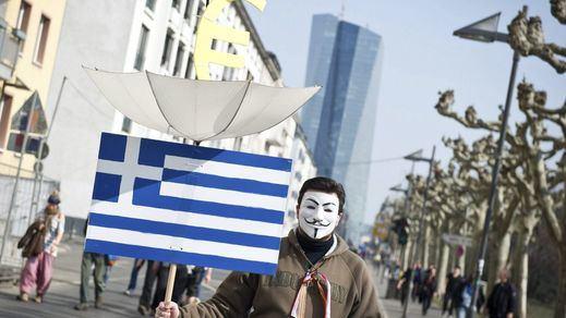 El BCE 'inyectará' de urgencia 1.100 millones de euros a los bancos griegos para afrontar la 'fuga de capitales'
