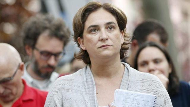 Colau y unas 1.000 personas piden cerrar el CIE de la Zona Franca