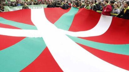 Miles de personas se movilizan en Euskadi por el derecho a decidir