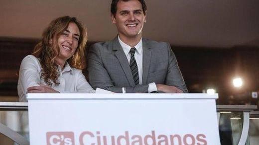 La portavoz de C's en las Cortes valencianas, Carolina Punset, desata la polémica al equiparar la inmersión lingüística con