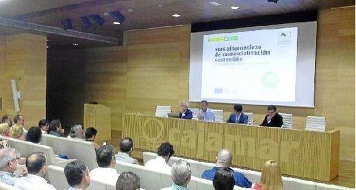 La EOI analiza en 5 estudios los sectores agroalimentario y turístico de Almería
