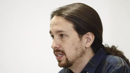 Iglesias acusa a la troika de perpetrar una