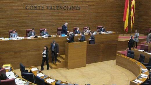 Continúa la polémica de los iPhone en las Cortes Valencianas: fueron aprobados en el pasado y salen 'gratis'