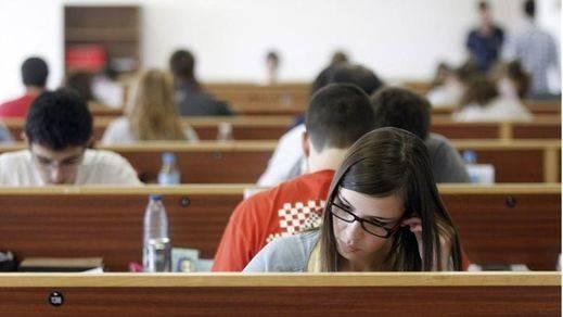 Más de 77.000 estudiantes han abandonado la Universidad desde 2012 por el 'tasazo'