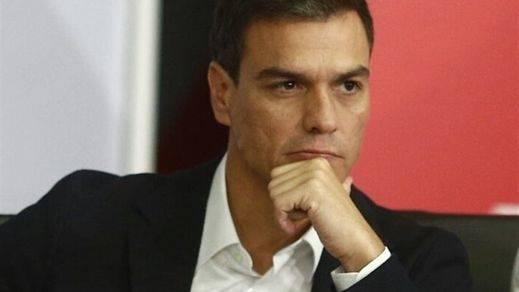 Pedro Sánchez, pese a no estar de acuerdo con Tsipras ni el referéndum, pide
