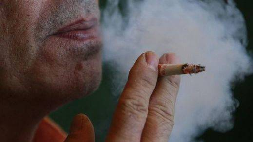 La OMS considera el tabaquismo una epidemia y pide a los Gobiernos subir los impuestos para recortarla