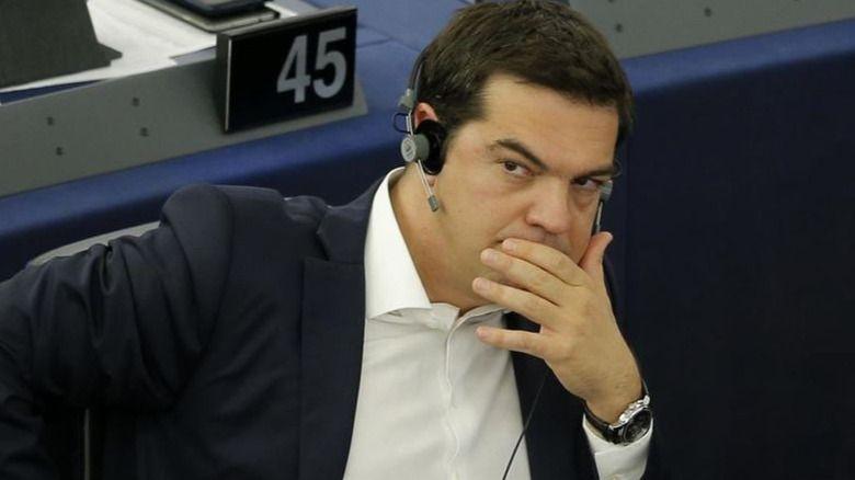 Tsipras, sin llegar al 'zapaterazo', mete tijera en casi todo para lograr el rescate europeo