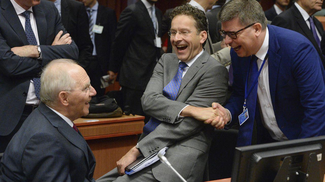 Dijsselbloem repetirá como presidente del Eurogrupo tras imponerse a De Guindos