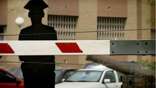Muere un tedax al explotar una furgoneta en la Comandancia de Almería