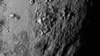 Las monta�as heladas de Plut�n se formaron hace s�lo 100 millones de a�os