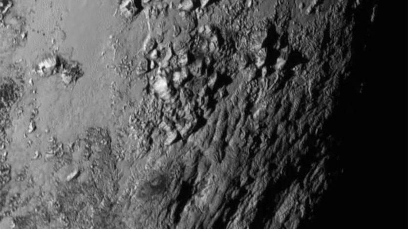 Las montañas heladas de Plutón se formaron hace sólo 100 millones de años