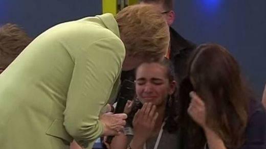 La imagen de Merkel haciendo llorar a una niña palestina da la vuelta al mundo