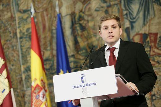 La Junta ordena paralizar los recursos de Cospedal contra las sentencias de Dependencia y los conductores