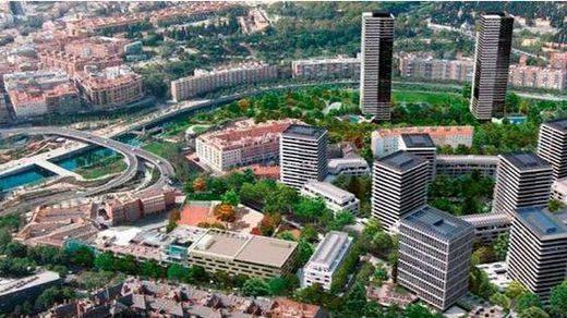 El TSJM paraliza cautelarmente la operación de derribo del Calderón