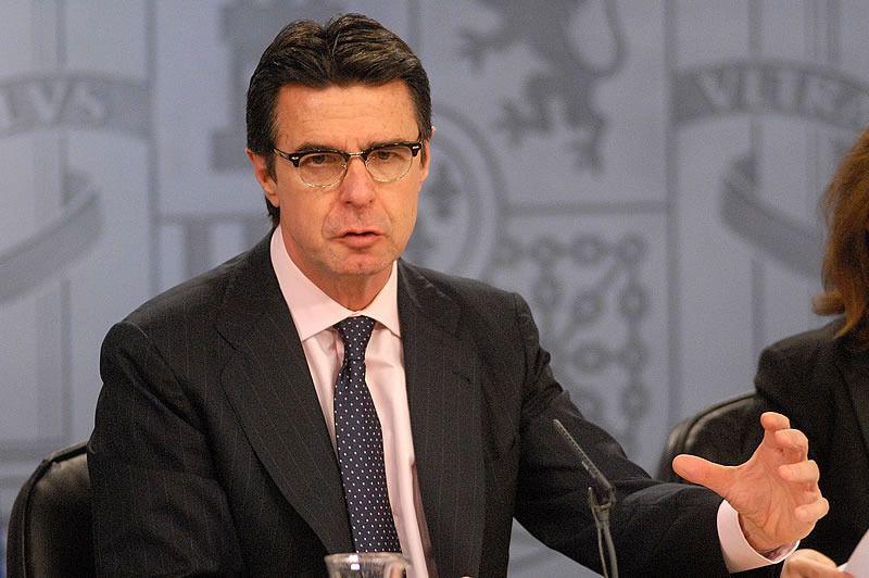 El ministro Soria juega la baza del miedo: si no hay ATC, la luz subirá un 30%