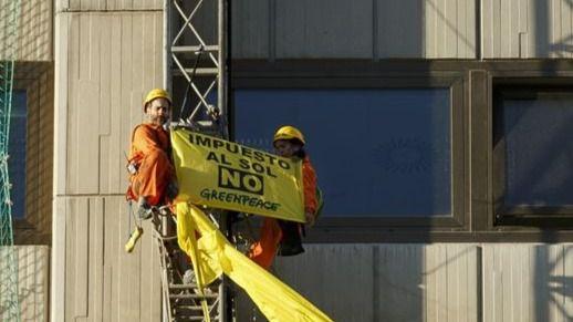La primera protesta de Greenpeace con la 'Ley Mordaza' se salda con cuatro detenidos