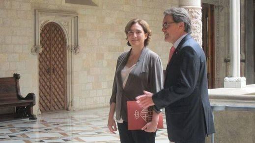 Mas y Colau acercan posturas sobre el derecho a decidir y coinciden en criticar a Rajoy