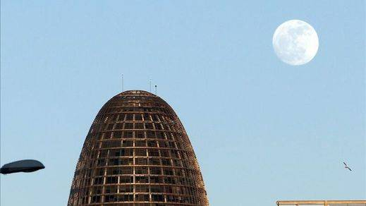 Colau da el visto bueno al hotel de lujo en la Torre Agbar