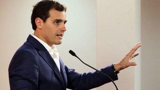Rivera contempla un pacto a tres con PP y PSOE para reformar España