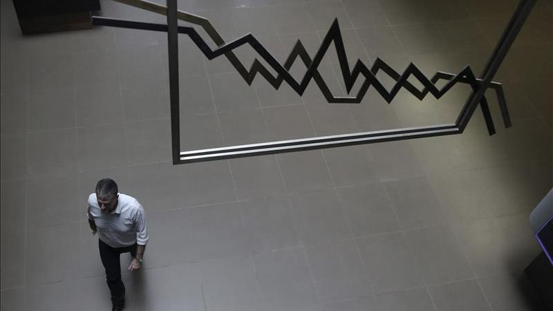 La Bolsa griega se desploma en su primer día tras 5 semanas cerrada