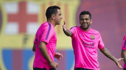 Alves, la antítesis de Xavi, hereda en el Barça el 6 del centrocampista